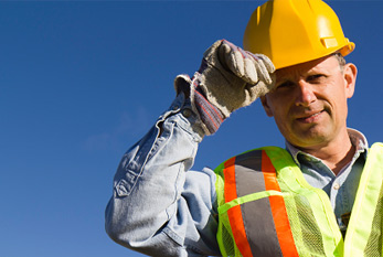 Construction work: the safety and health of workers must be ensured by suitable clothing.